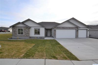 Pasco Single Family Home For Sale: 4425 Sumas Ln