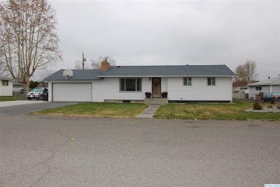 Pasco Single Family Home For Sale: 604 N Rd 37