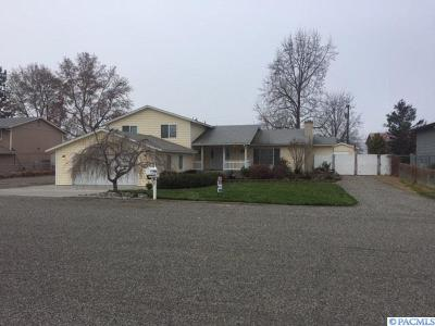 Pasco Single Family Home For Sale: 2004 Cherry Ln