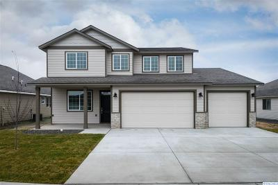 Pasco Single Family Home For Sale: 8218 Coldwater Drive