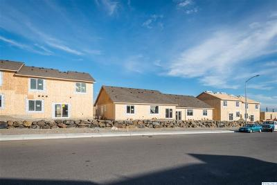 Pasco Condo/Townhouse For Sale: 5610 Remington Drive