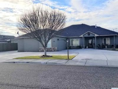 West Richland Single Family Home For Sale: 1701 Elmwood Ave