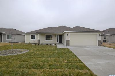 Pasco Single Family Home For Sale: 8205 Coldwater Dr