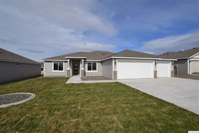 Pasco Single Family Home For Sale: 4410 Goldstream Ln