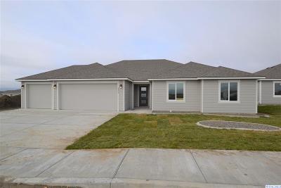 Pasco Single Family Home For Sale: 4406 Goldstream Ln