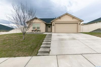 Pasco Single Family Home For Sale: 3220 Aqueduct Lane