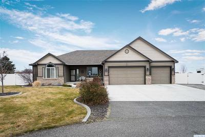 Pasco Single Family Home For Sale: 7005 Christina Ct.