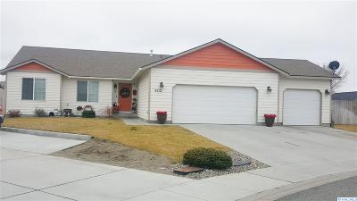 Pasco Single Family Home For Sale: 4212 Sinai Ct.