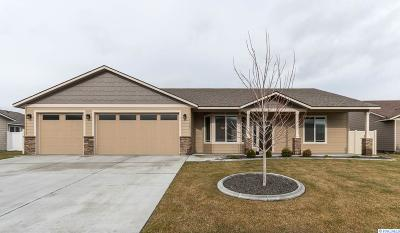 Benton City Single Family Home For Sale: 1402 Willow Way