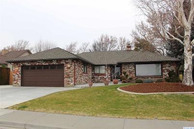 Canyon Lakes Villas, Canyon Lk, Canyon Lk 20, Canyon Lk1, Canyon Lk2, Canyon Lk9 Single Family Home For Sale: 3104 S Johnson Pl.