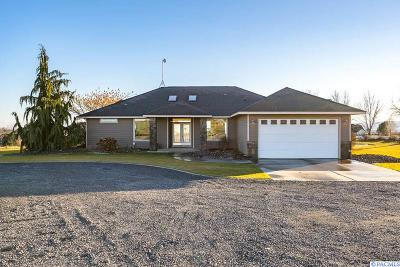 Pasco Single Family Home For Sale: 241 Sunset Loop