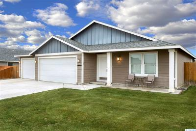 Pasco Single Family Home For Sale: 4402 Montgomery Ln