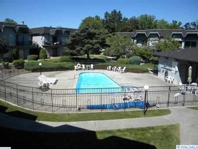 Kennewick Condo/Townhouse For Sale: 2401 W Canal Drive #B-25