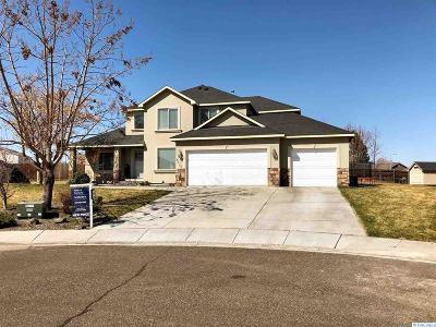 Pasco Single Family Home For Sale: 4736 Sedona Ct.