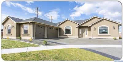 West Richland Single Family Home For Sale: 1555 Aria Ct