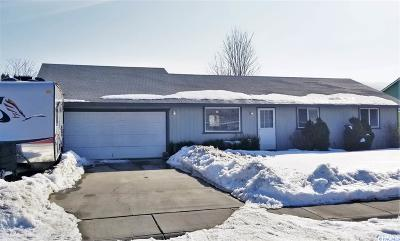West Richland Single Family Home For Sale: 4721 Forsythia St