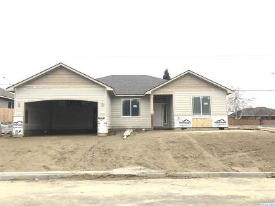 Kennewick Single Family Home For Sale: 4304 S Dennis Court