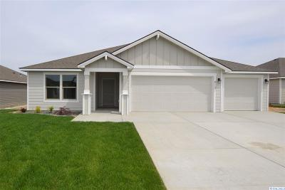 Pasco Single Family Home For Sale: 8113 Coldwater Dr