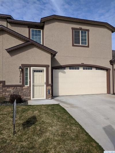 Kennewick Condo/Townhouse For Sale: 3030 S Dennis Place