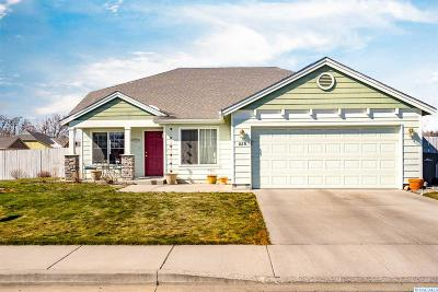 Kennewick Single Family Home For Sale: 826 S Tweedt St