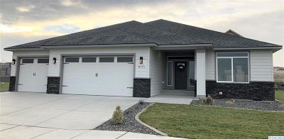 Kennewick Single Family Home For Sale: 1711 S Dewberry Pl