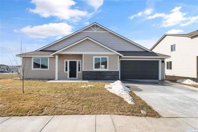 Pasco Single Family Home For Sale: 8214 Coldwater Drive
