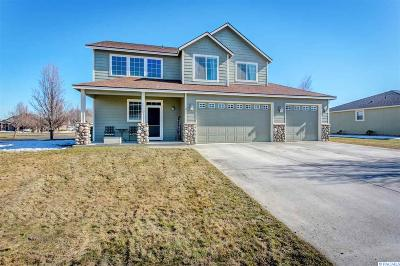 Pasco Single Family Home For Sale: 2 Jasmine Lane