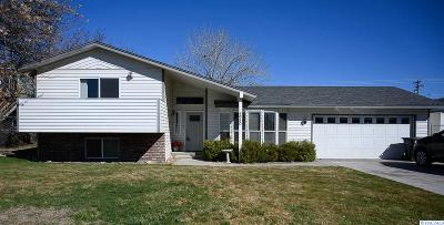 West Richland Single Family Home For Sale: 4950 Dove Ln.