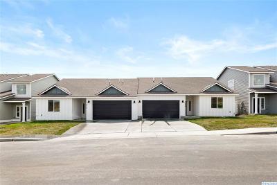 Pasco Condo/Townhouse For Sale: 5524 Remington Drive
