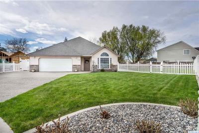 West Richland Single Family Home For Sale: 4502 Desert Cove