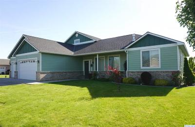 Pasco Single Family Home For Sale: 1 Sunflower Court