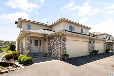 Kennewick Condo/Townhouse For Sale: 3710 Canyon Lakes Drive #F-101
