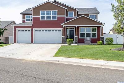 Pasco Single Family Home For Sale: 4608 Laredo Dr