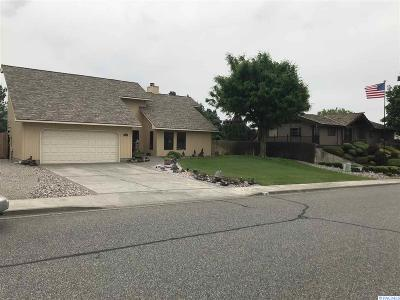 Pasco Single Family Home For Sale: 4306 Desert Place