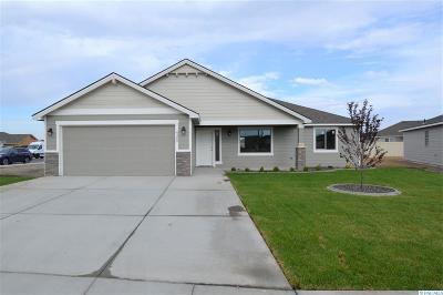 Pasco Single Family Home For Sale: 4302 Goldstream Ln
