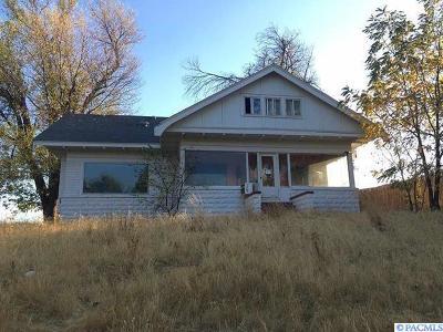 Sunnyside Single Family Home For Sale: 110 Riverside