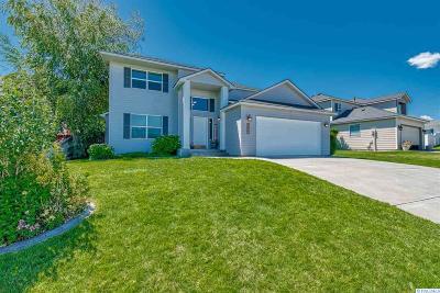 Canyon Lakes Villas, Canyon Lk, Canyon Lk 20, Canyon Lk1, Canyon Lk2, Canyon Lk9 Single Family Home For Sale: 402 W Canyon Lakes Dr