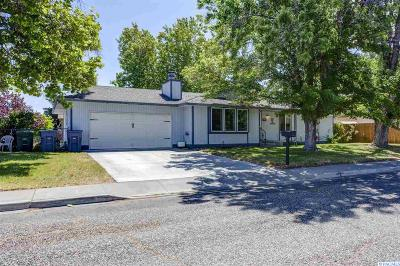 Richland WA Single Family Home Active U/C W/ Bump: $335,000