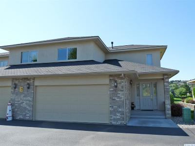 Kennewick Condo/Townhouse For Sale: 3710 W Canyon Lakes Dr #e-104 #E-104