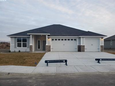 Pasco Single Family Home For Sale: 7410 Azure Dr.