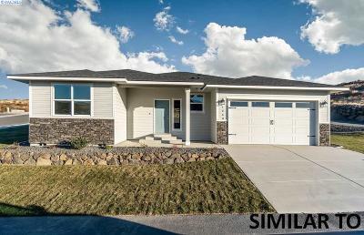 Pasco Single Family Home For Sale: 7502 Cornflower Dr.