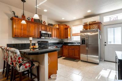 Kennewick Condo/Townhouse For Sale: 127 S Tweedt Pl