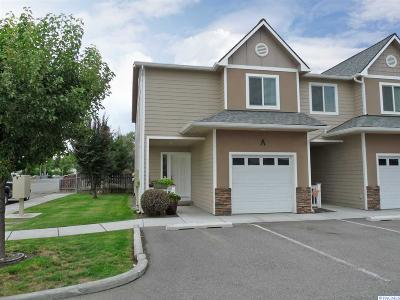 Kennewick Condo/Townhouse For Sale: 100 S Dawes St #a #A