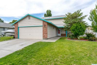 West Richland Single Family Home For Sale: 5160 Blue Jay Ln