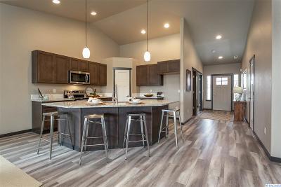 Pasco Single Family Home For Sale: 6413 Springer Lane