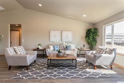 Pasco Single Family Home For Sale: 6401 Springer Lane