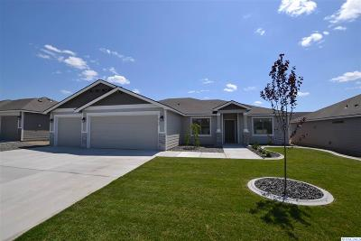 Pasco Single Family Home For Sale: 8120 Babine Dr