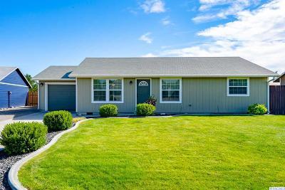 West Richland Single Family Home Active U/C W/ Bump: 4837 Hibiscus Street