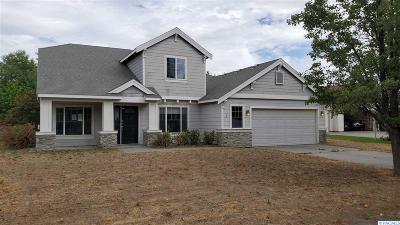 Pasco Single Family Home For Auction: 2 Dahlia Ct