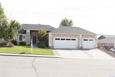 Pasco Single Family Home For Sale: 4310 Hilltop Dr.